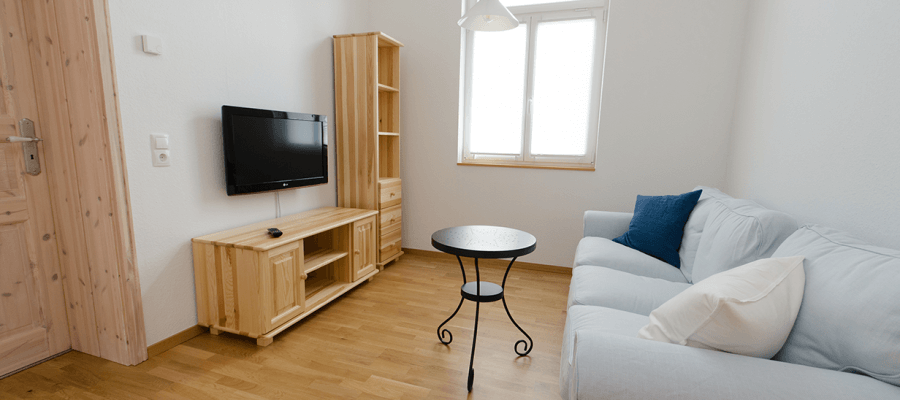 Sitzecke mit TV im Wohnzimmer