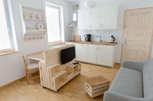 Geräumige Wohnküche mit Ess-Ecke